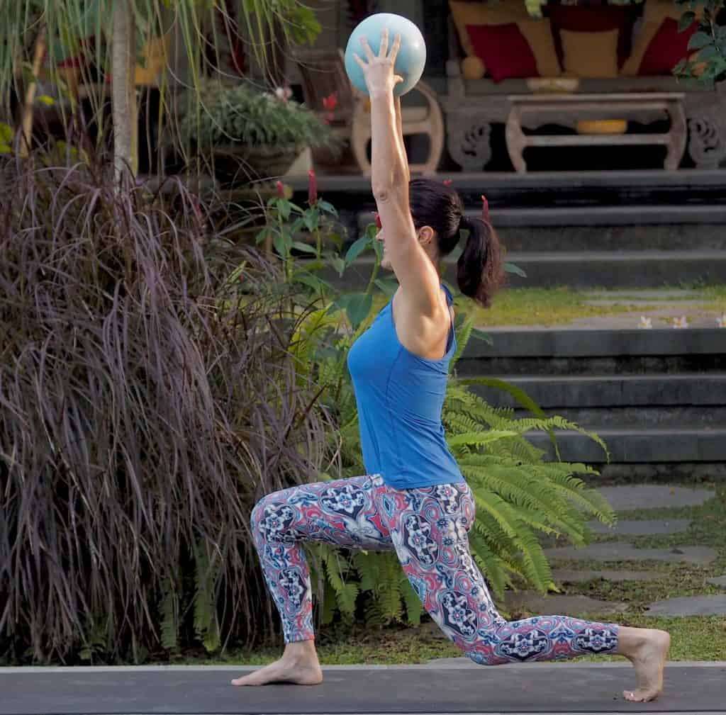20 minute workouts - Lunge with overhead pilates ball